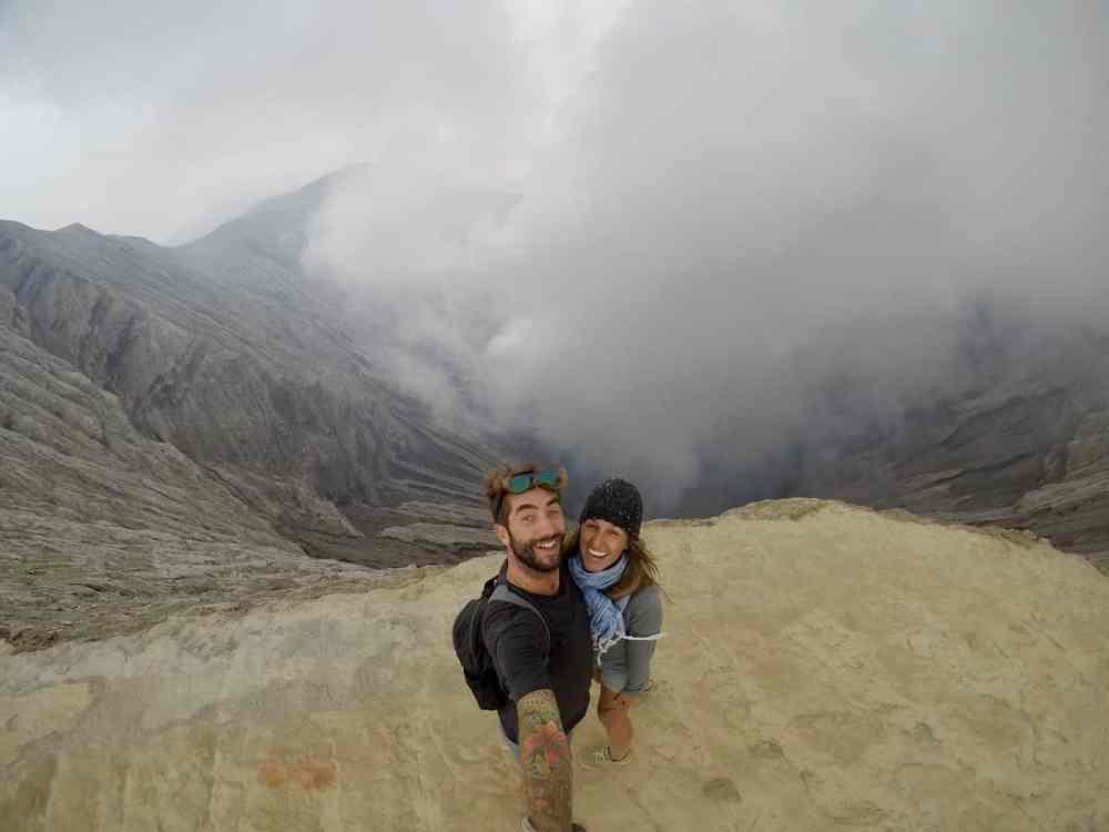 Alexandra et Julien près d'un volcan tour du monde
