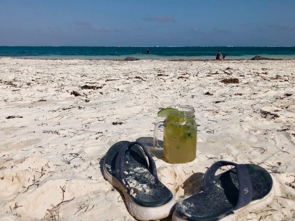 Mojito sur la plage de Puerto Morelos Mexique