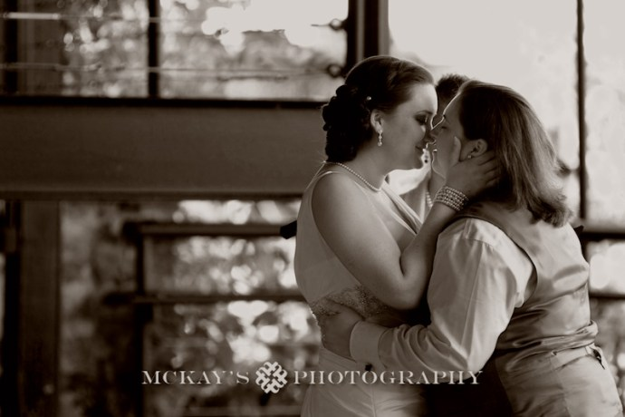 romantic lesbian wedding photos