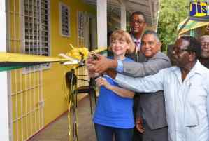 New Health Centre Opens In Rock River, Clarendon