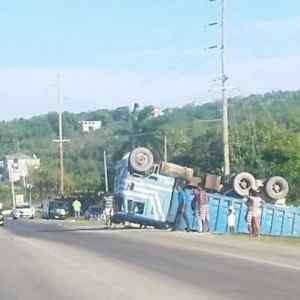 Surprising Photo: Truck Overturned in Trelawny