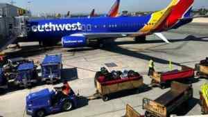 US Passenger 'tried to open door' Mid-Flight to Houston