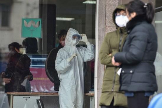 Coronavirus in China: Officials rush to build hospital in six days