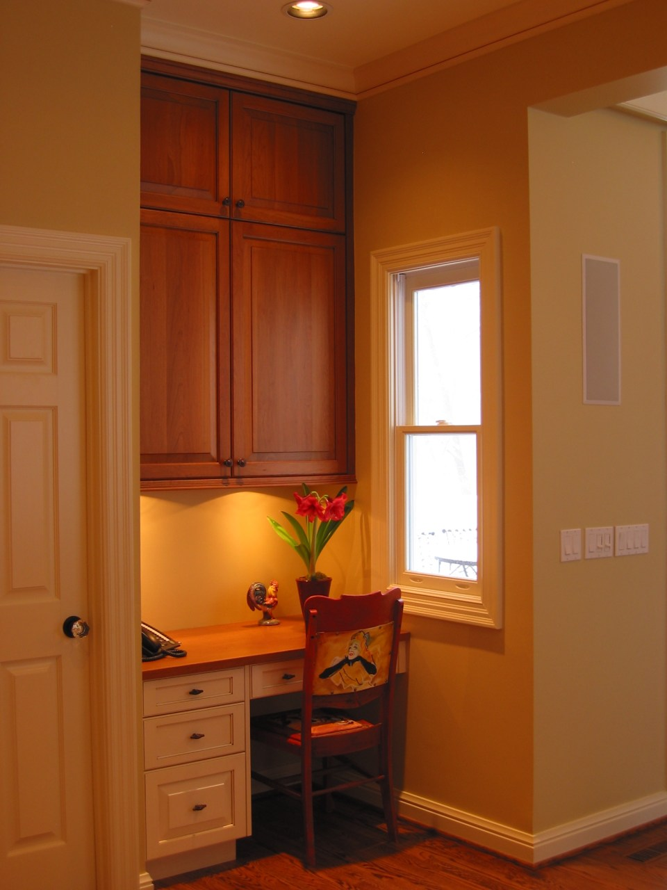 niche with desk and wall cabinets