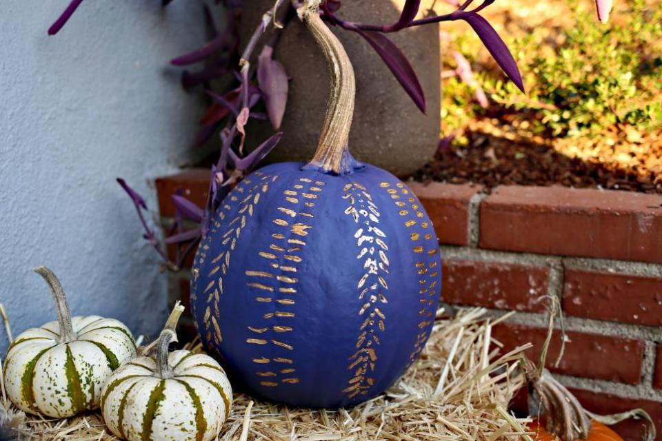 quick and easy decorations on pumpkins