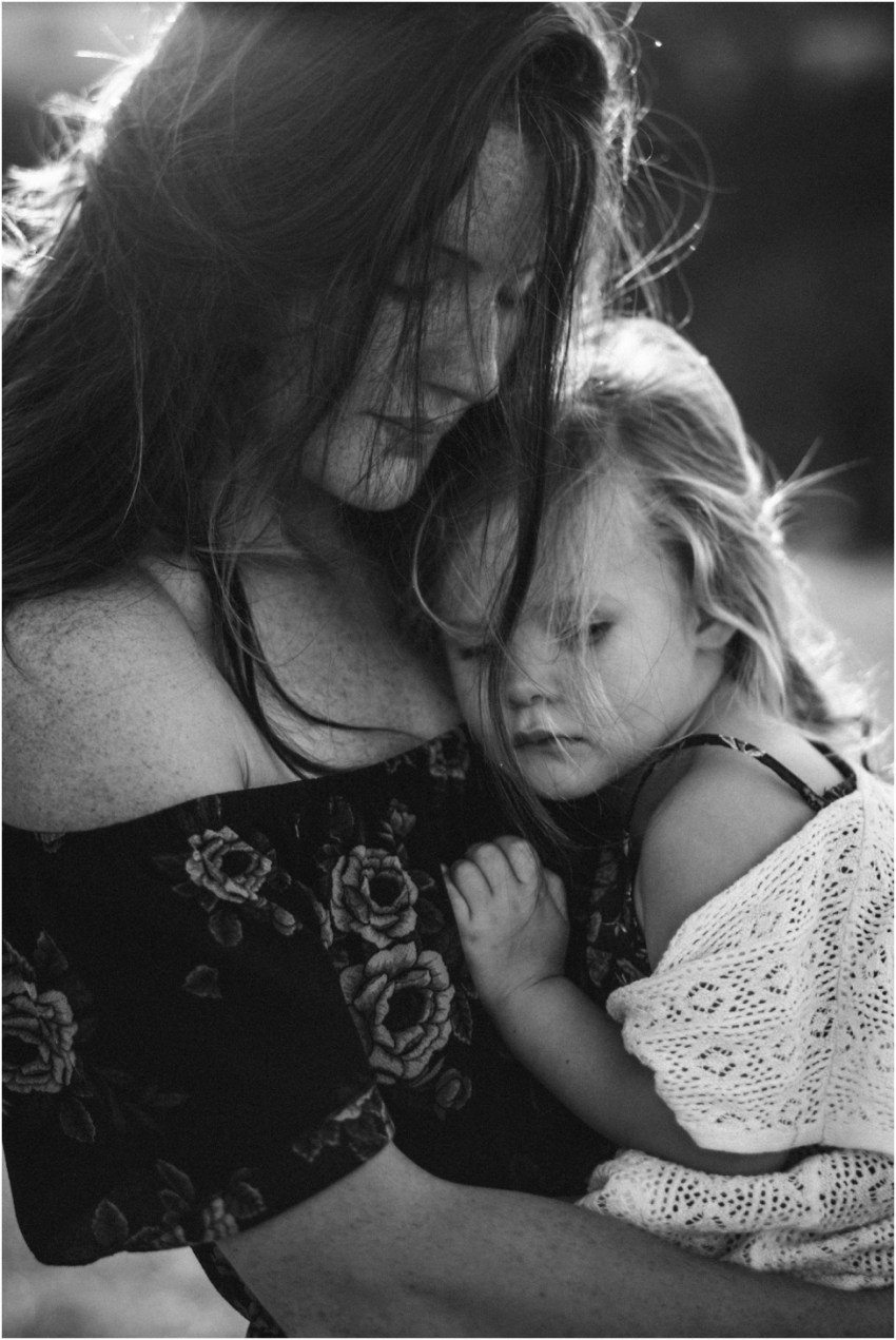 mother and daughter hugging | Jacksonville Children Photographer