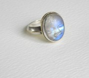Ring with face: Silver, rainbow moonstone