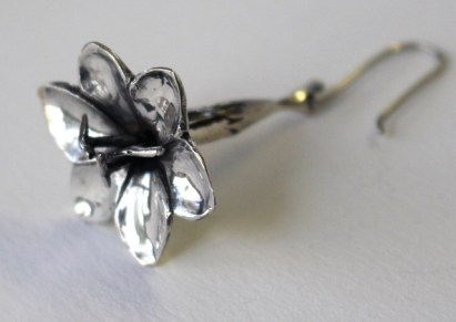 Iris earring: silver