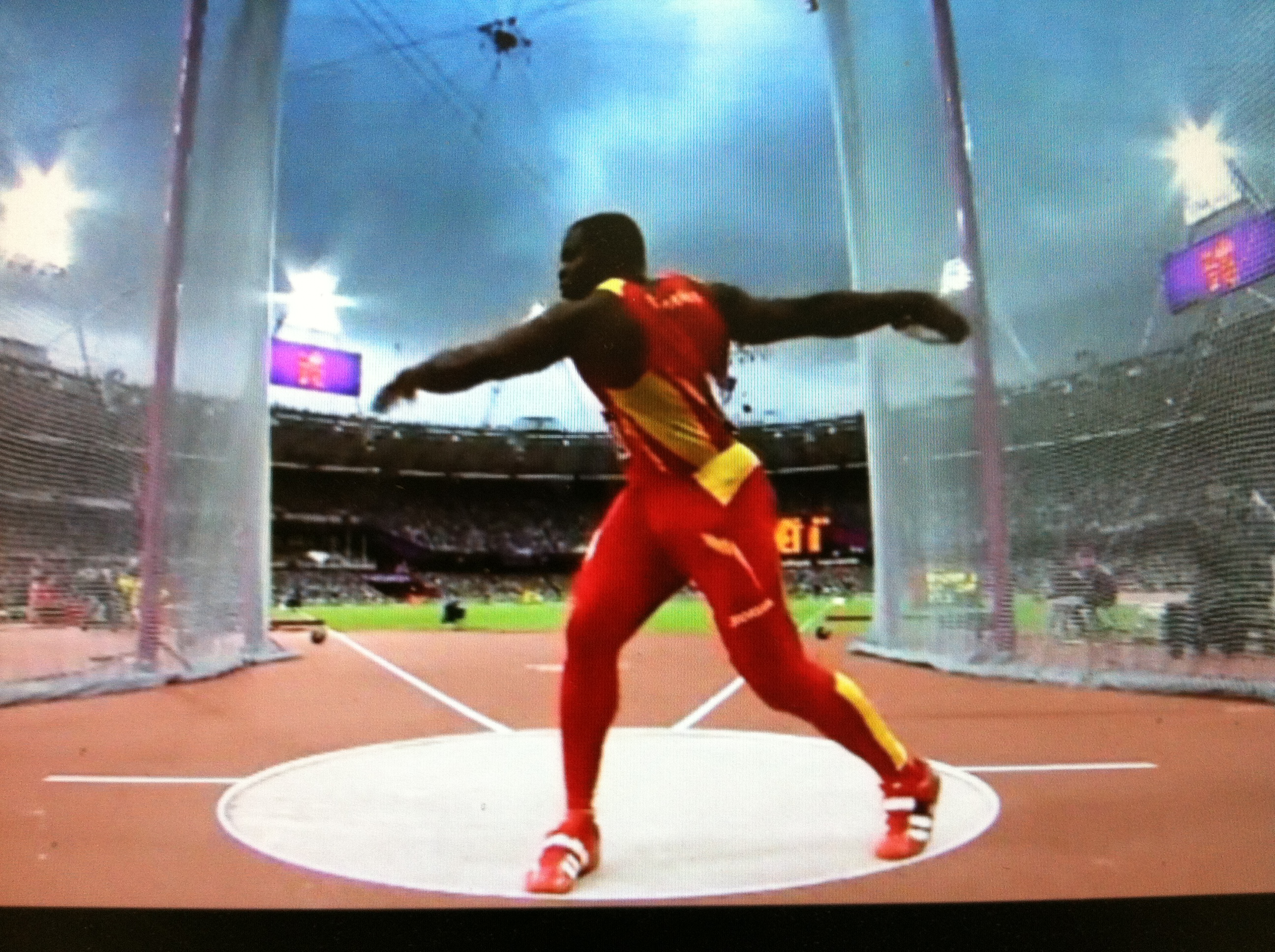athletics omnibus discus throw The purposes of this study were to investigate (1) the relationships between  official distance and selected ground reaction measures during discus throwing  and.