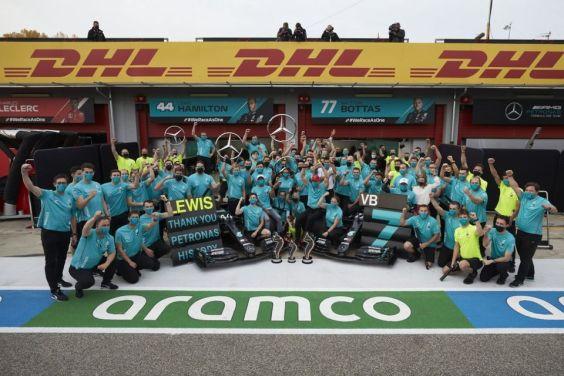 Lewis Hamilton and the Mercedes-Benz F1 team. Photo: Facebook, Lewis Hamilton.