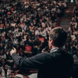 leading public speaking image: unsplash @ miguel henriquez