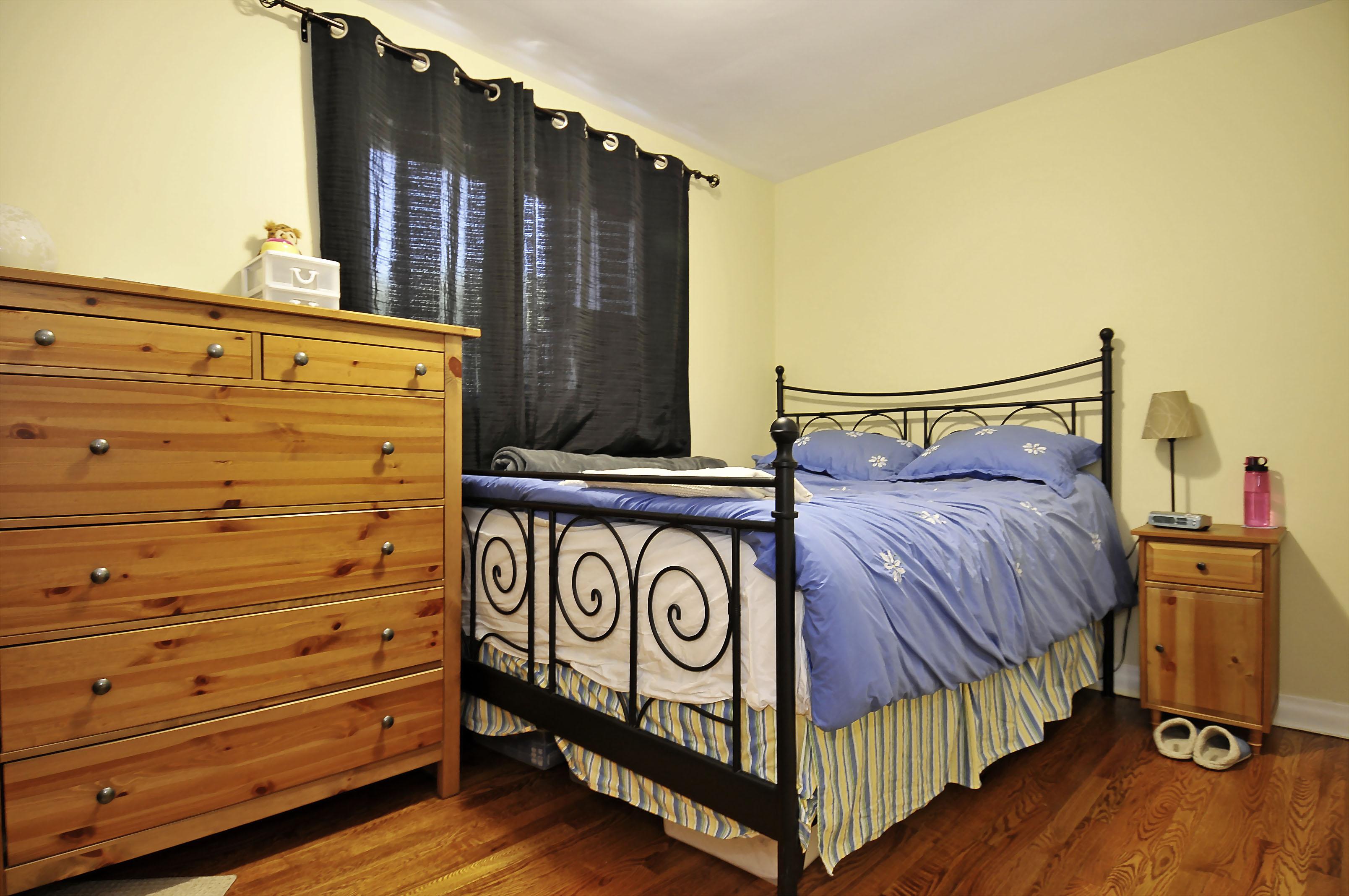 1-1127 Richard main floor bedroom 2