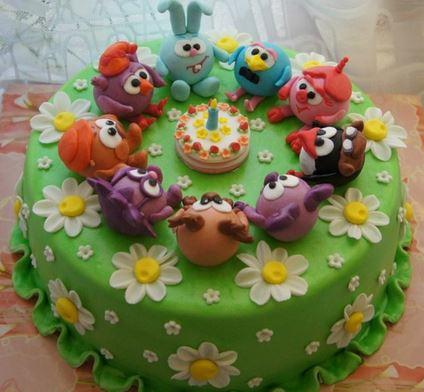 torta con personajes animados