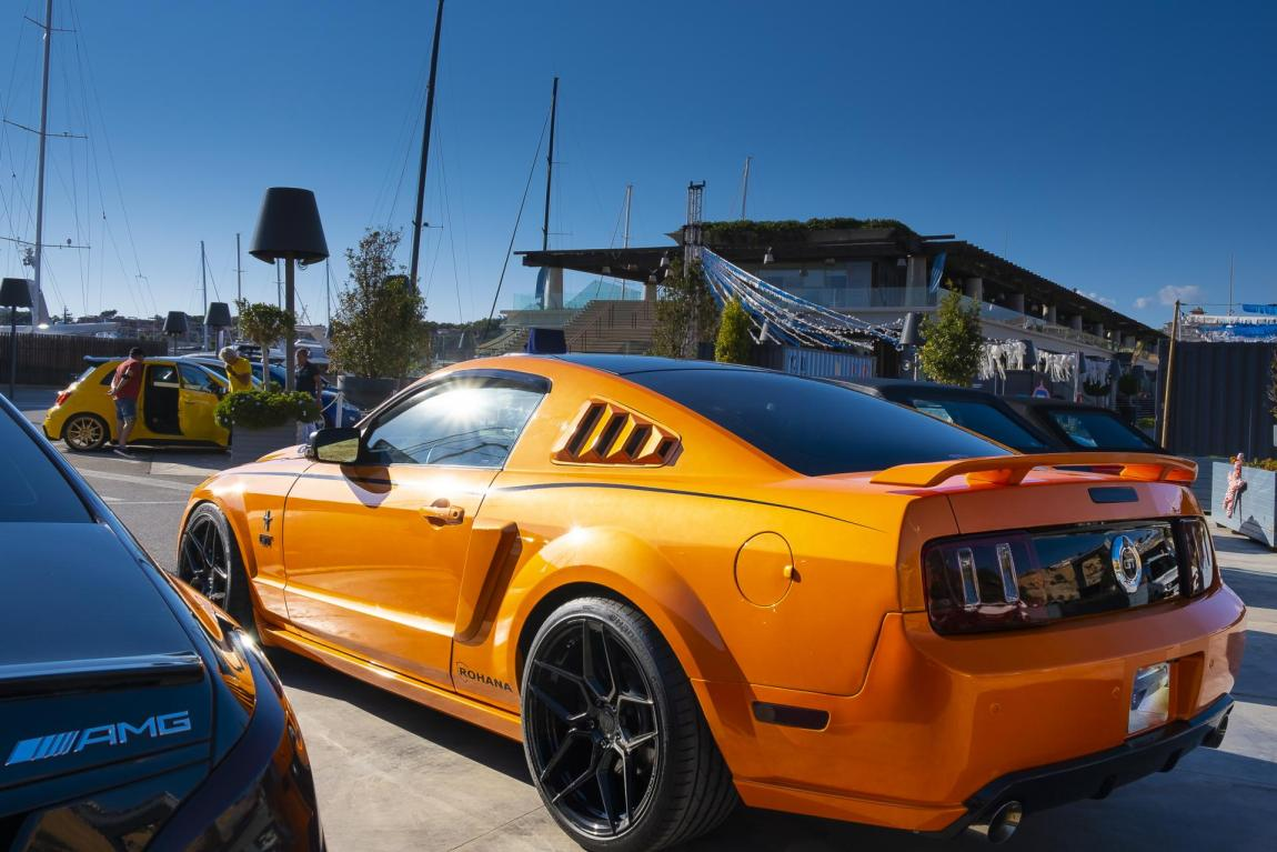 Late Mustang with eycatching paintwork