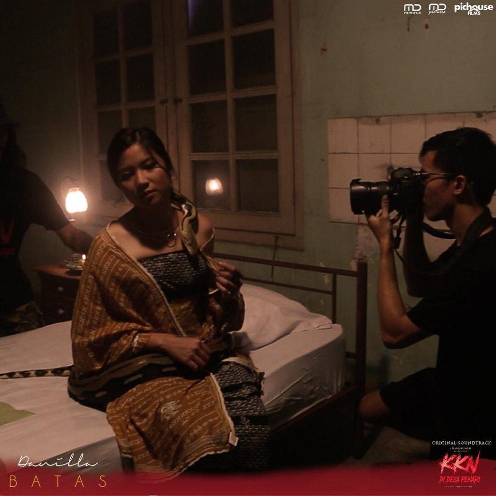 Ini Salah Satu Adegan Menegangkan Dalam Video OST Film KKN di Desa Penari