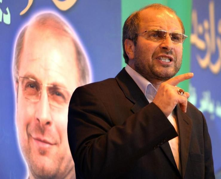 Iranian presidential candidate Mohammad Baqer Qalibaf talks to supporters in Tehran June 14, 2005. Allies of Akbar Hashemi Rafsanjani, front-runner in Iran's presidential race, said on Tuesday he would probably fall short of an outright win in polls on Friday which analysts say are the closest in the Islamic state's history. REUTERS/Raheb Homavandi  CJF/JJ - RTRECSS