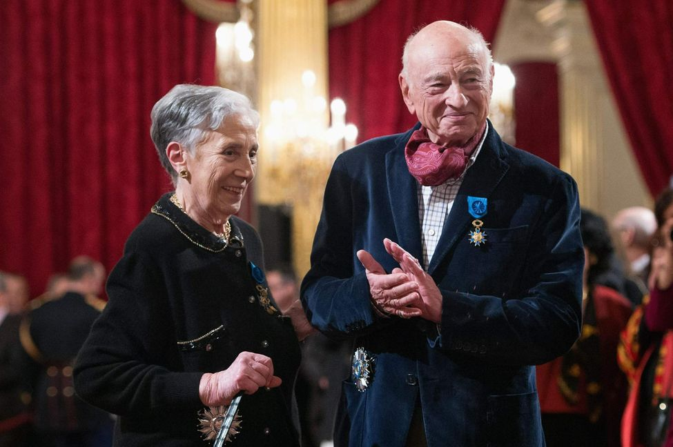 French historian and writer Georgette Elgey (L) poses with philosopher Edgar Morin after receiving the Legion d'Honneur award from France's President Francois Hollande (not pictured) during a ceremony at the Elysee Palace in Paris February 26, 2013. REUTERS/Bertrand Langlois/Pool    (FRANCE - Tags: POLITICS SOCIETY)