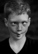 mueca 4: https://s.yimg.com/pw/images/en-us/photo_unavailable.png