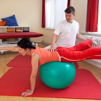Ćwiczenia z piłką - rehabilitacja kręgosłupa