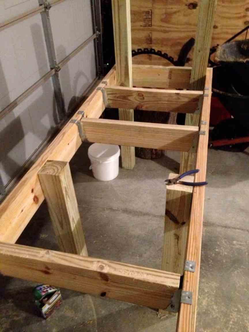 Building a wooden frame for water-barrels