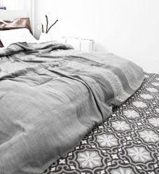 decorar-baldosas-hidraulicas-dormitorio1