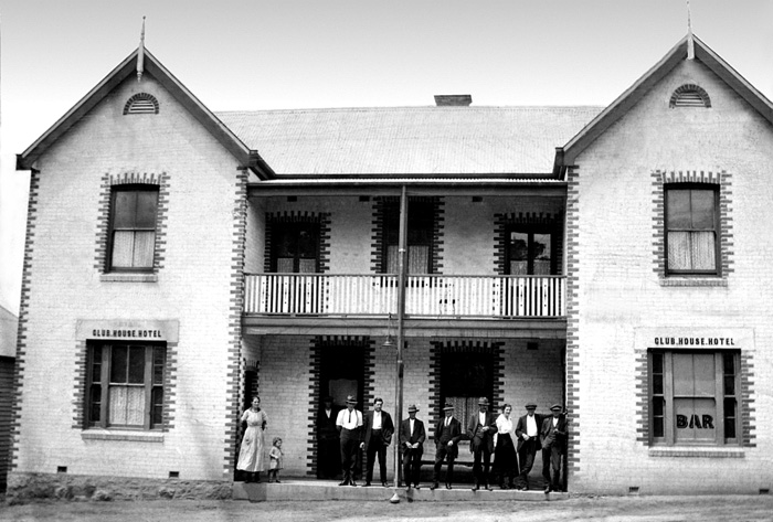 Club House Hotel, Queen Street Moruya c1925