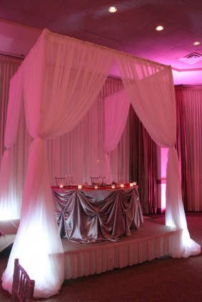 Sweetheart table cabana