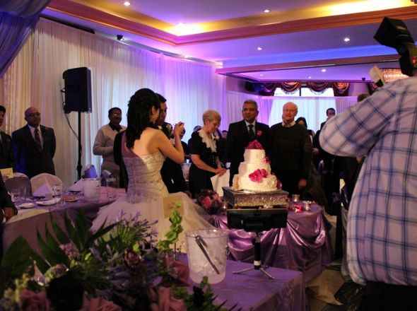 Christina and Ron's cutting the cake