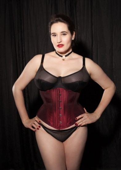 sweet-nothings-reviews-timeless-trends-hourglass-corset-2-731x1024