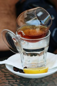 Coniac, pus pe apă caldă pentru aromă
