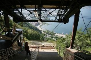 Funicularul, deasupra lacului Kawaguchi ( 35.504196, 138.771592 )