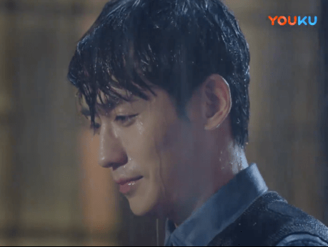 Shen Wei in the rain, half smiling (episode 22)