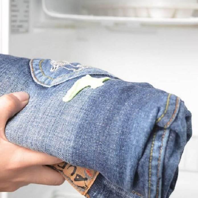 Βγάλε την τσίχλα από τα ρούχα