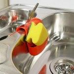 Καθαρίζουμε τα σύνεργα κουζίνας από τη γλουτένη