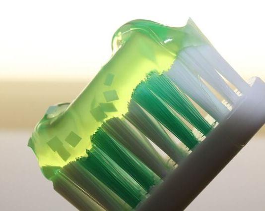 6 κόλπα με την οδοντόκρεμα