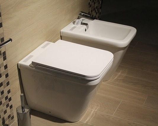 φτιάχνουμε γέλη για να καθαρίσουμε την τουαλέτα