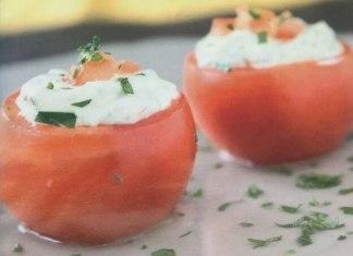 Φτιάχνουμε ντομάτες γεμιστές με ξινομυζήθρα