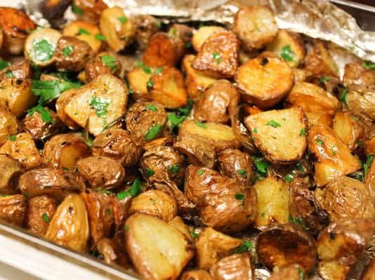 Για να γίνουν τραγανές οι πατάτες φούρνου