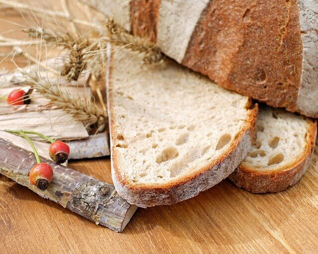 Ξεράθηκε το ψωμί; Μη το πετάς, γιατί θα το φας!
