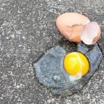 Το αβγό που έσπασε στο πάτωμα