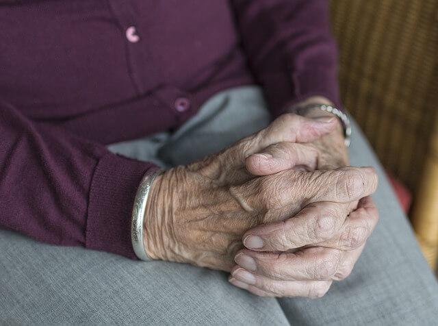 Ταλαιπωρημένα χέρια – έτσι θα τα περιποιηθείς