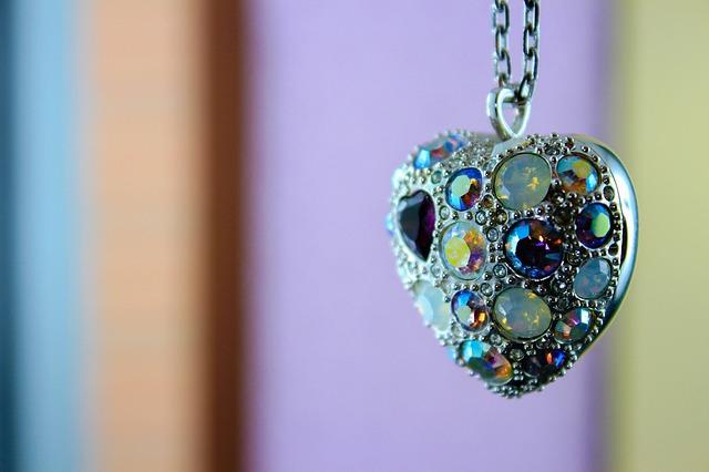 Κοσμήματα που έχασαν τη λάμψη τους