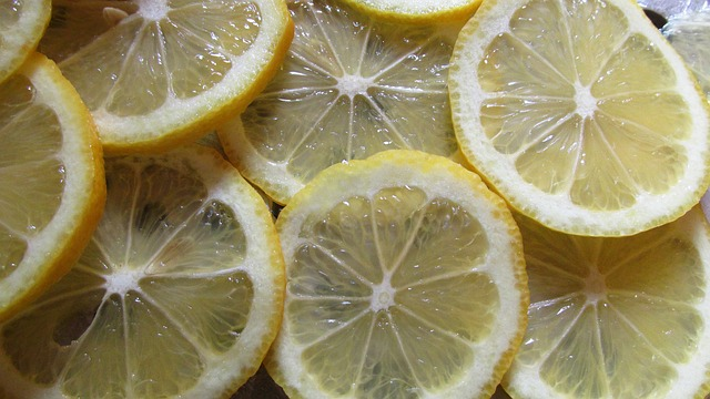 Ετσι διατηρούμε τις φέτες λεμονιού