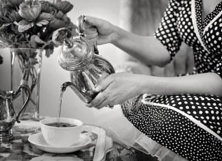 Τσάι στο τραπεζομάντιλο;