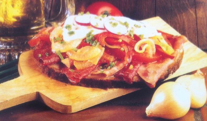 Φτιάχνουμε πλούσιο σάντουιτς με σαλάμι στα μικροκύματα