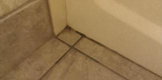 Βρόμικες γωνίες στο πάτωμα