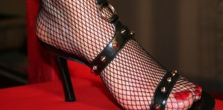 Η δικτυωτή η κάλτσα