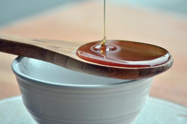 Με μέλι θα φύγει ο λεκές και όχι με σαπούνι