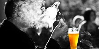 Οι καπνιστές διώχνουν τις κατσαρίδες