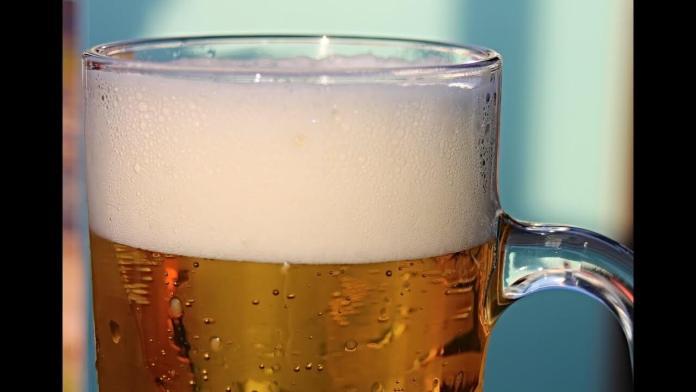Πως θα καθαρίσεις τον λεκέ μπίρας στη μοκέτα